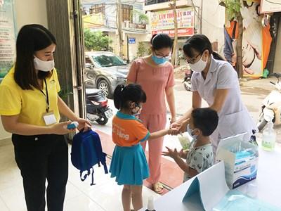 Hải Phòng- Cô giáo mầm non gắn kết phụ huynh chăm sóc trẻ trong mùa dịch