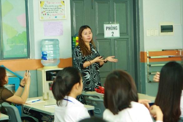 Các trường công bố chọn sách giáo khoa lớp 1 mới trước 20-5